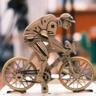 Ugears робить 100 000 3D-пазлів на місяць і продає їх у 85 країн. Як виглядає виробництво цих незвичайних іграшок
