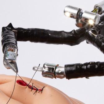 Компания Vicarious Surgical создала миниатюрного робота для операций. Как он может совершить революцию в хирургии