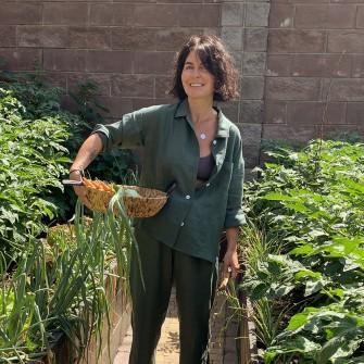 Инна Поперешнюк готовит каждый день и выращивает овощи на своем огороде. Как увлечение кулинарией меняет жизнь и подход к бизнесу соосновательницы Новой почты /Фото Личный архив Инны Поперешнюк