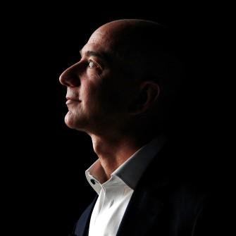Писать по-амазонски. Почему Джефф Безос приучил лидеров своей компании писать рассказы /Фото Getty Images