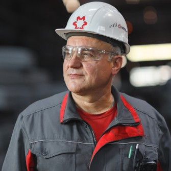 «Сподіваюся, це моє перше й останнє місце роботи». Люди, які працюють по 10-30 років в найбільших компаніях України. Фотопроєкт Forbes