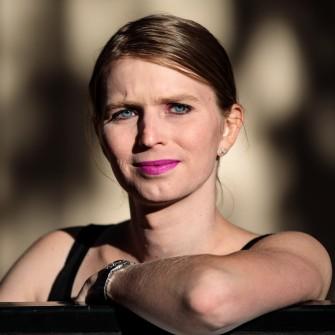 Трансгендер Челси Мэннинг — самый известный информатор Wikileaks. Как она разработала новый способ защиты анонимности в сети /Фото Getty Images
