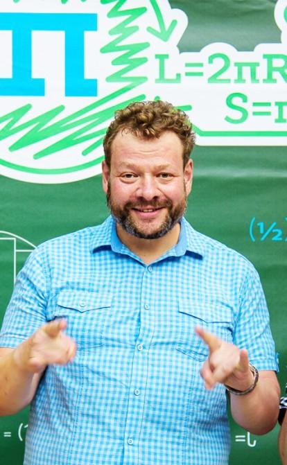 Путівка в життя. Навіщо Петро Чернишов та його друзі витрачають десятки тисяч долларів на навчання чужих дітей математиці