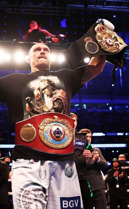 Прийшов, побачив, заробив. Скільки грошей боксер Усик отримає за перемогу в чемпіонському поєдинку /Фото Getty Images