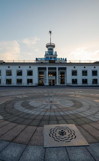 American University будує університет за $26 млн всередині річкового вокзалу. Скільки буде коштувати навчання і навіщо країні ще один виш /Фото Shutterstock