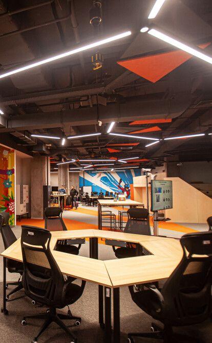 Офіс-трансформер та оцінка настрою за фото. Як виглядає новий інноваційний робочий хаб Fozzy Group